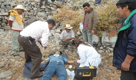 Trabajador edil muere al caer vehículo municipal a abismo en Pallasca. 5