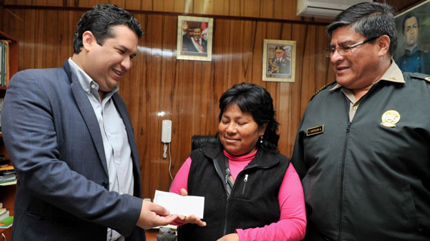 Chimbote: Entregan recompensa a mujer que ayudó a ubicar a Bayoleth 10