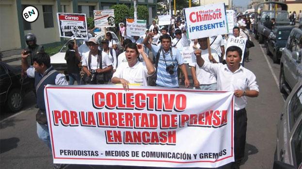 """Chimbotanos con plantón pediran """"No más plata para Alvarez"""" 8"""