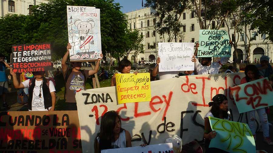 jovenes-en-las-calles-por-#leypulpin1