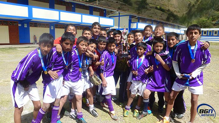Alcalde Alex Lara donará uniformes deportivos a escolares conchucanos. 38d1ab9fd51d0
