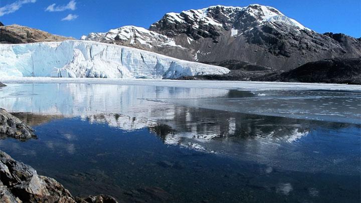 Efectos del cambio climático, se aprecian en los nevados de Áncash en el Perú.