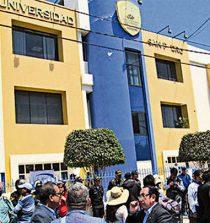 SUNEDU el Rector de la Universidad San Pedro es Gilmer Díaz y tiene firma registrada. 10