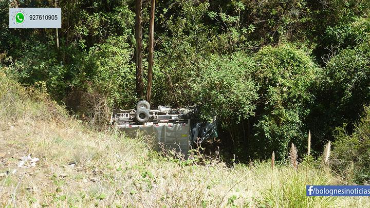 Pallasca: camioneta del Fondo Social Magistral cae a barranco. 1