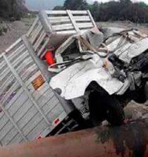 Áncash: camión cae a río Solivin y deja un muerto y dos heridos en Nepeña 5