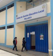 El ministerio de educación (Minedu) dispuso, la reanudación de la evaluación del desempeño en cargos directivos de Unidades de Gestión Educativa Local y Direcciones Regionales de Educación en el marco de la Carrera Pública Magisterial de la Ley de Reforma. La evaluación tenía un cronograma establecido y se inició el pasado 28 de enero, pero se vió interrumpido a causa del Estado de Emergencia decretado por el Ejecutivo debido a la pandemia de la covid-19. Los cargos para evaluarse son, director de UGEL, director de gestión pedagógica de la DRE y jefe de gestión pedagógica de la UGEL. Ahora, que las medidas restrictivas poco a poco se han ido levantado, la Dirección General de Educación, ha considerado conveniente reanudar estas evaluaciones, para lo cual ha establecido un nuevo cronograma regula todo el procedimiento para la organización, implementación y ejecución de la citada evaluación. El nuevo cronograma ya inició el 1 de julio y está previsto que se culmine el 19 de agosto de 2020, tras el cual, luego de la publicación de los resultados preliminares, reclamaciones y resoluciones, el 28 de setiembre se publicará los resultados definitivos. Los cargos directivos de UGEL y DRE son evaluados de forma obligatoria al finalizar el segundo año de haber accedido al cargo para determinar su continuidad y posteriormente al término del periodo de su gestión. La aprobación o desaprobación de esta evaluación se rige de acuerdo con lo señalado en el Reglamento de la Ley de Reforma Magisterial