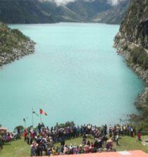 La laguna Parón es una laguna del Perú situada en la provincia de Huaylas en el departamento de Ancash.