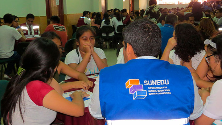 Sunedu orientó a estudiantes de USP acerca del cierre