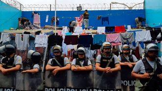 """Allanan penal """"Cambio Puente"""" ante presuntos cobros indebidos"""