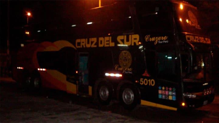 """Bus de """"Cruz del Sur"""" atropella y mata a peatón en el Santa"""