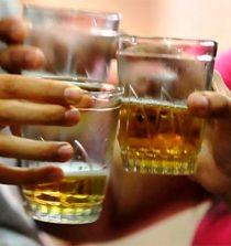 Coronavirus: OMS recomienda no pasarse el vaso de cerveza