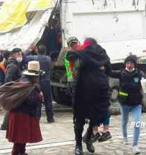 Áncash: En volquete basurero de Conchucos traen a pobladores a cobrar bono