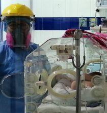 Chimbote: 34 bebés prematuros de madres con covid-19 reciben alta